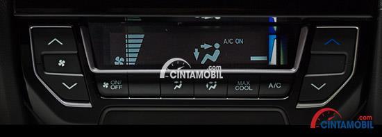 Gambar bagian dashboard mobil Honda Brio 2017 dengan pengatur AC di dalamnya
