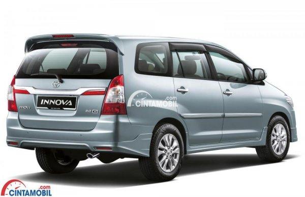 gambar bagian samping Toyota Innova 2015