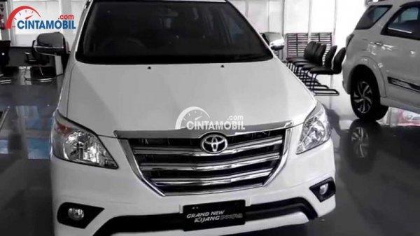 gambar Toyota Innova 2015
