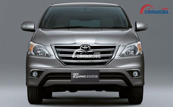 gambar bagian depan Toyota innova 2015