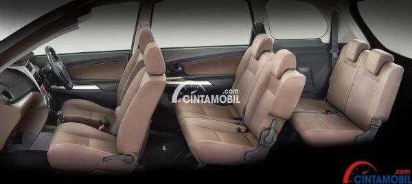 Gambar menunjukkan ara interior Daihatsu Xenia R Sporty secara keseluruhan