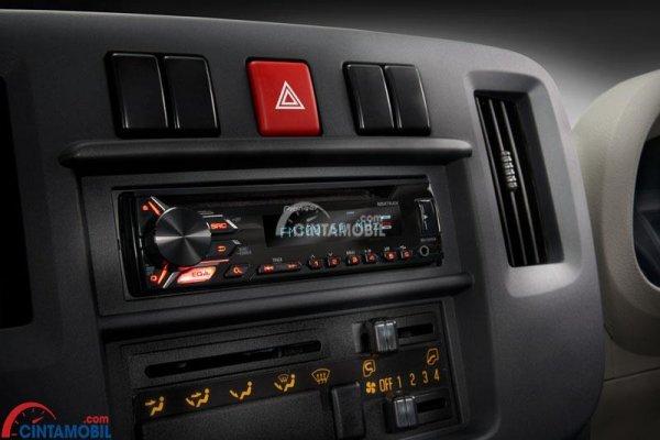 Gambar beberapa tombol yang tersedia di bagian dashboard untuk mengatur fitur-fitur di mobil Isuzu Traga 2018