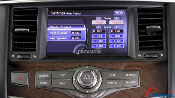 Fitur Hiburan Infiniti QX80 2016 mengandalkan panel Head Unit mumpuni dan AC Tri-Zone Automatic Temperature Control
