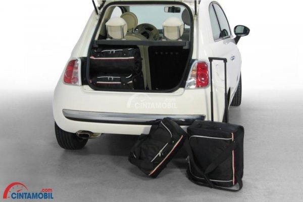 Ruang Bagasi Fiat 500 S 2014 mampu merangkap segala kebutuhan berkendara Anda