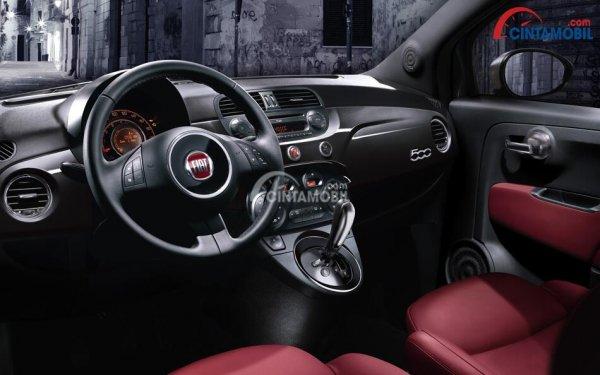 Dashboard Fiat 500 S 2014 dikemas cukup menarik dengan tampilan sporty ala Racing