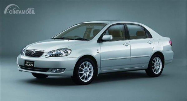foto Toyota Corolla Altis generasi pertama berwarna silver
