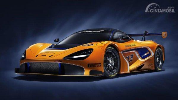 bagian depan McLaren 720S GT3 2019 dengan eye socket dan air intake yang jauh lebih besar