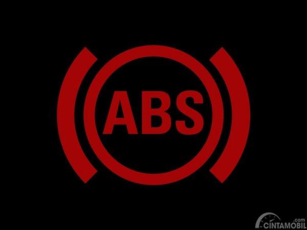 Terdapat lampu peringatan ABS pada instrumen panel