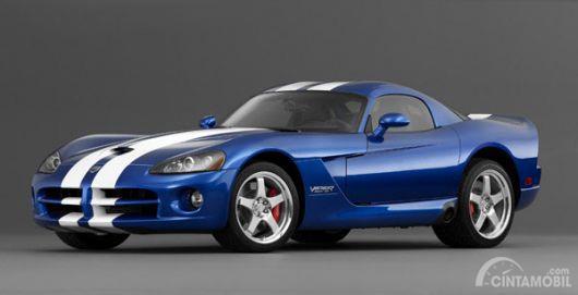 Gambar yang menunjukan mobil lawas bernama Dodge Viper