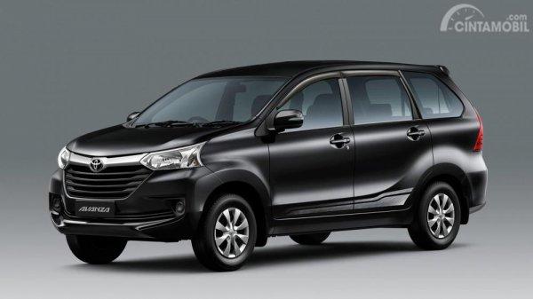 Foto Toyota Avanza tampak dari samping depan