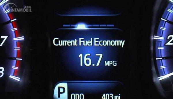 Anda bisa melihat konsumsi bahan bakar pada mobil melalui MID