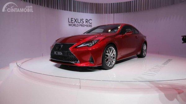 Gambar yang menunjukan tampilan pertama Lexus RC di Paris Motor Show