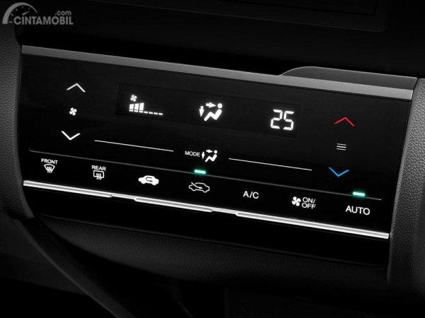 Tampilan AC Digital membuat mobil terlihat modern