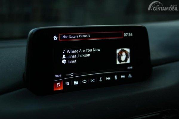 MZD Connect Interface saat memainkan musik Spotify