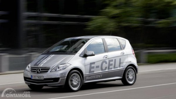 Gambar yang menunjukan mobil baru A-Class E-Cell