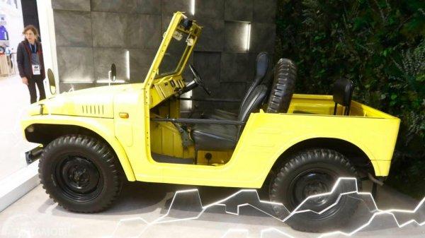 Gambar yang menunjukan mobil lawas asli Suzuki LJ10