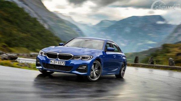 Gambar yang menunjukan mobil baru BMW Seri 3