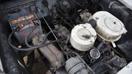Gambar yang menunjukan mesin jadul milik mobil La Dalat
