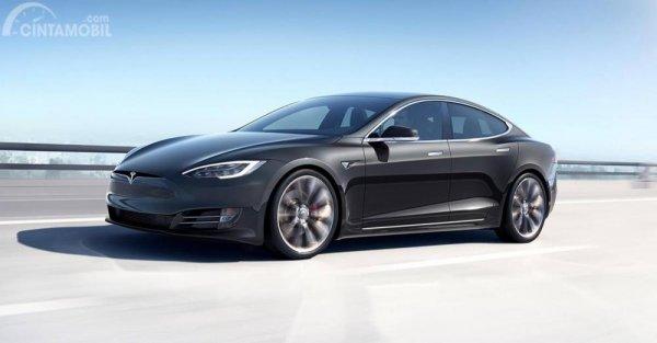 Gambar yang menunjukan mobil baru Tesla Model S