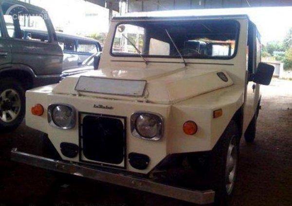 gambar menunjukan sebuah mobil La Dalat sudah dimodifikasi di Saigon saat ini