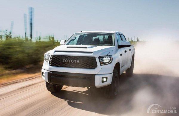 foto Toyota Tundra tampak dari depan