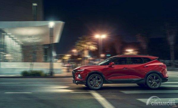 Gambar yang menunjukan bagian samping Chevrolet Blazer 2019