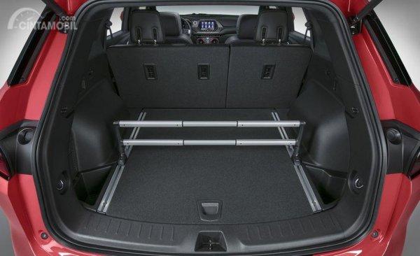 Gambar yang menunjukan bagian bagasi Chevrolet Blazer 2019