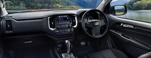 Dashboard Chevrolet Colorado High Country Storm 2019 dikemas cukup elegan dengan balutan kulit berkualitas serta hadirnya fitur-fitur praktis