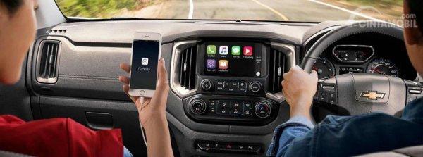 Fitur Hiburan Chevrolet Colorado High Country Storm 2019 menghadirkan panel Head Unit Touchscreen yang sudah mendukung berbagai format modern