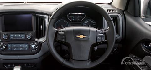 Setir Chevrolet Colorado High Country Storm 2019 menggunakan desain tiga palang