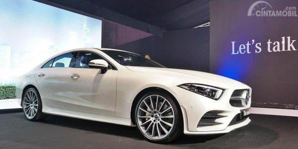 Foto Mercedes-Benz C350 tampak samping
