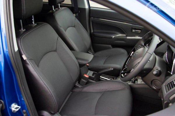 Gambar yang menunjukan bagian kursi Mitsubishi Outlander Sport 2019