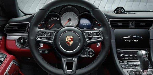 Gambar yang menunjukan kemudi yang ada pada mobil Porsche