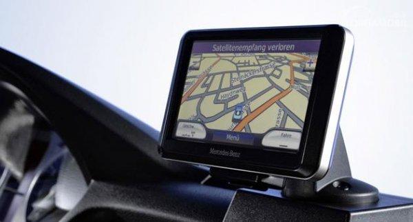 Gambar yang menunjukan sistem GPS Mercedes-Benz