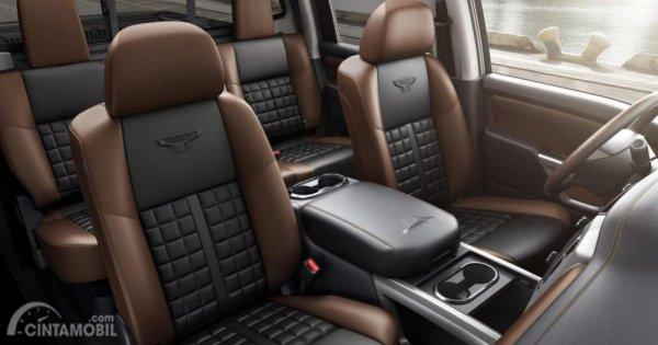 Kursi Nissan Titan XD Pro 4X 2019 dibalut dengan kemewahan bahan kulit
