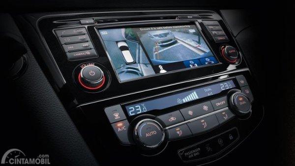 Gambar menunjukkan fitur arround view camera pada Nissan Qashqai 2019