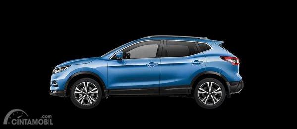 sisi samping mobil Nissan Qashqai 2019 tipe ST-L berwarna biru