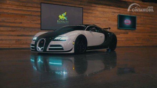 Gambar yang menunjukan mobil balap Bugatti Veyron di Royal Exotic Cars