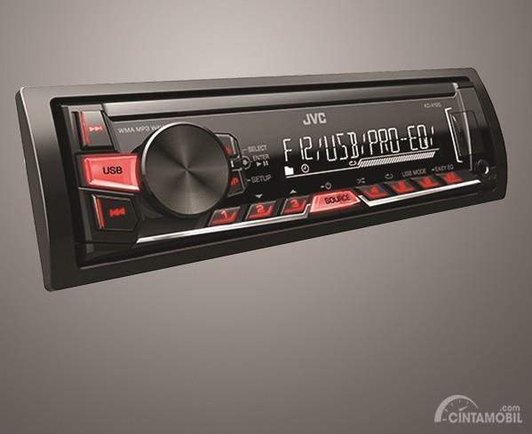 Fitur hiburan Mitsubishi Colt T120SS 2016 menghadirkan panel audio yang mampu memutar musik dari format CD dan AM/FM