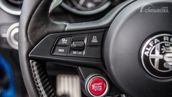 Setir Alfa Romeo Giulia 2019 hadirkan teknologi Cruise Control, konektivitas dan tombol menarik lainnya