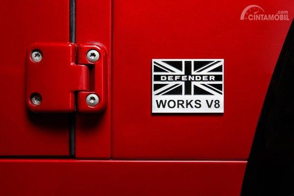 Plakat logo Land Rover Defender Works V8 2018
