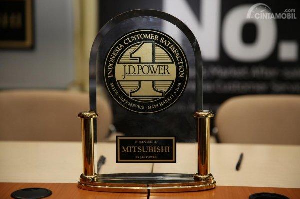 Foto Penghargaan J.D. Power buat Mitsubishi