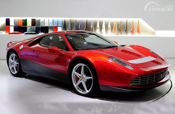Foto Ferrari SP12 EC tampak samping depan