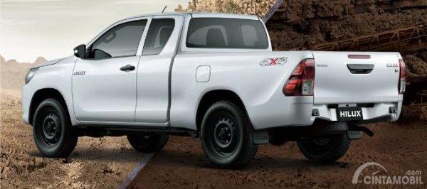 Gambar yang menunjukan tampilan belakang Toyota All New Hilux C-Cab 2017
