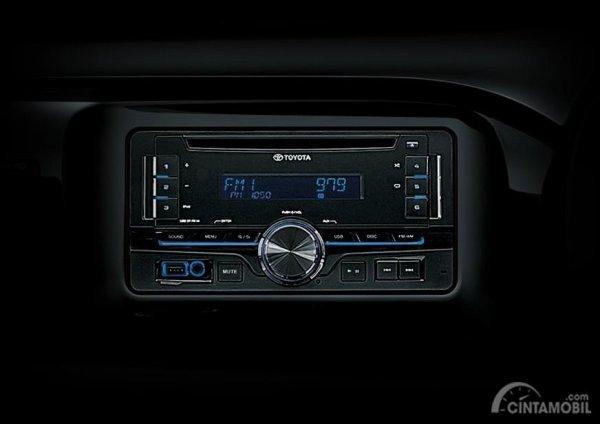 Gambar yang menunjukan fitur infotainment Toyota All New Hilux C-Cab 2017