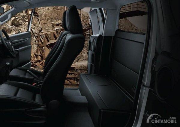 Gambar yang menunjukan tampilan kursi Toyota All New Hilux C-Cab 2017