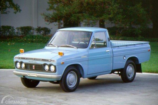 Gambar yang menunjukan Toyota Hilux generasi pertama