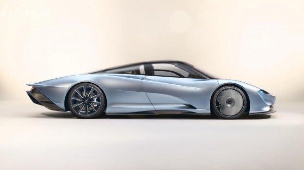 Tampak sebuah McLaren Speedtail berwarna silver