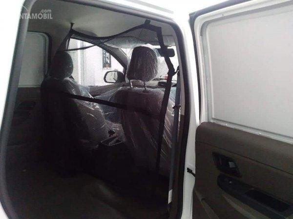 Gambar menunjukkan cargo net pada Wuing Formo 1.2 Blind Van 2018