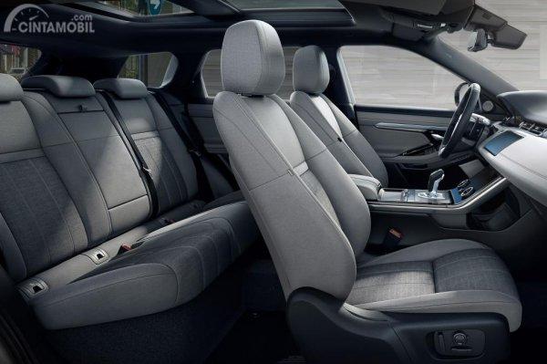 Kursi Land Rover Evoque 2019 mampu menampung hingga 4 orang sekaligus